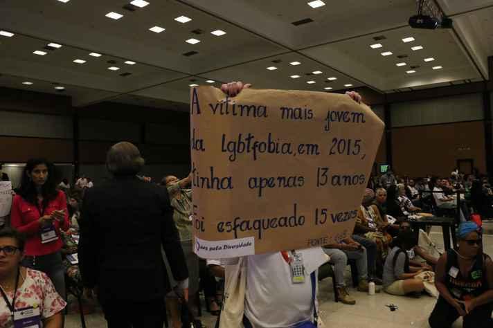 Protesto contra a morte de adolescente vítima de lgbtfobia: políticas públicas para a juventude são tema de uma das disciplinas da formação