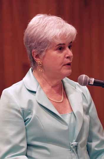 Professora Mônica Sette Lopes assume a vice-direção da Faculdade