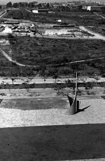 Monumento ao Aleijadinho, no Campus Pampulha da UFMG, em 1977