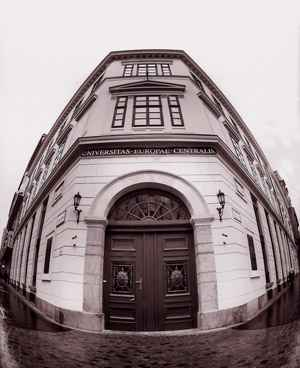 CEU: Universidade foi instada pelo governo húngaro a mudar sede para Viena