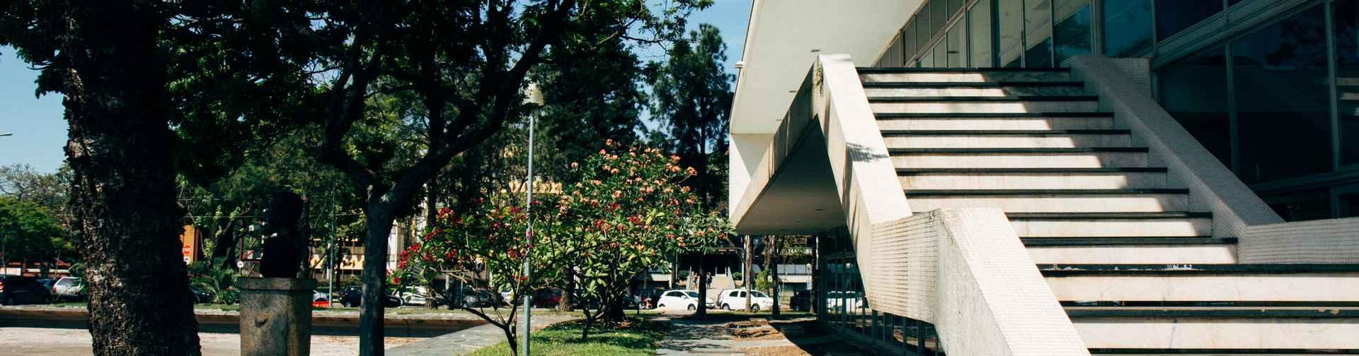 Escada da Reitoria no Campus Pampulha