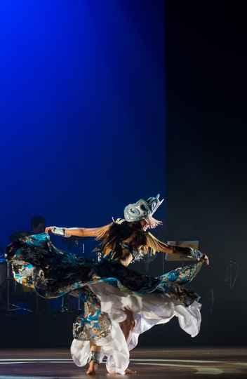 d3af6bf71171 A personagem 'Iemanjá', interpretada por Nadia Bueno no novo espetáculo do  Sarandeiros