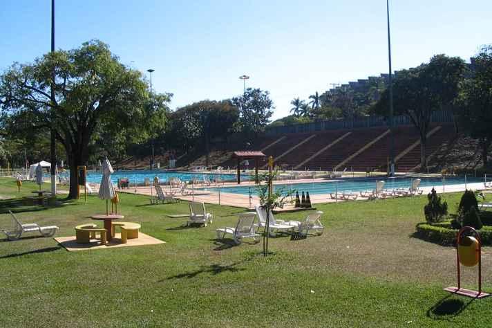 Área com piscinas do Centro Esportivo Universitário