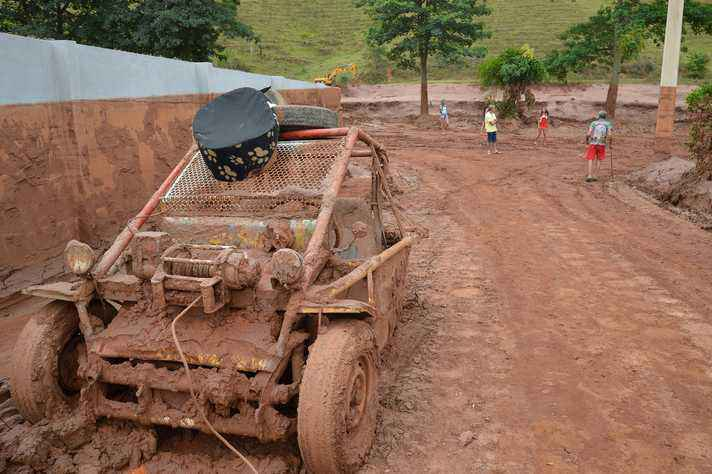 Rua em Barra Langa, cidade afetada pelo rompimento da barragem de Fundão