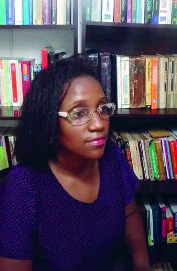 Isabel Vicente dos Santos: política de distribuição gratuita de medicamentos