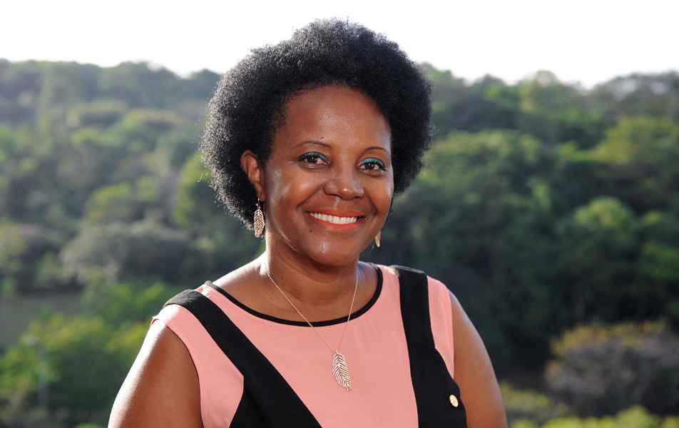 """<p>Diretora de Governança Informacional<br><a href=""""http://somos.ufmg.br/professor/maria-aparecida-moura"""" target=""""_blank"""">Maria Aparecida Moura</a>, professora da Escola de Ciência da Informação</p>"""