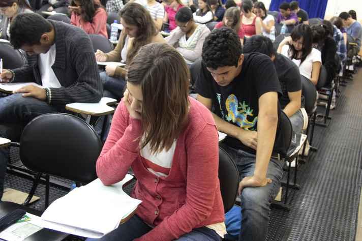 Fraudes na concessão de bolsas de estudo prejudicam imagem do ensino brasileiro
