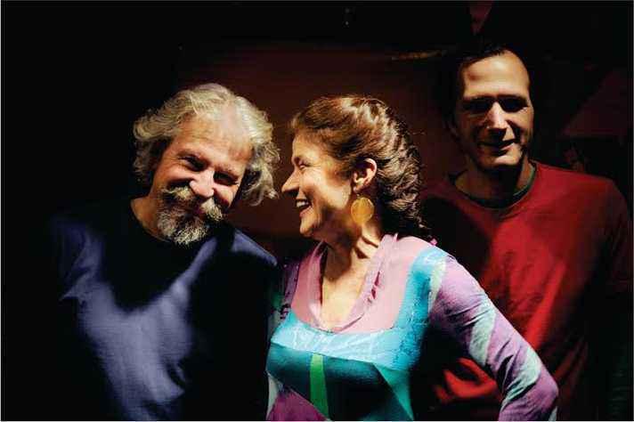 Trio Los Musiqueros; trabalho em unidades de pediatria