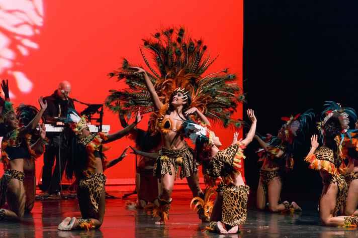 Um dos destaques da programação artística é a apresentação do grupo Sarandeiros, de dança folclórica. É dia 10, ao meio-dia