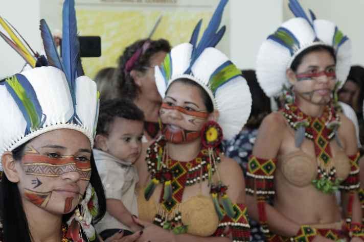 Alunas da etnia Pataxó