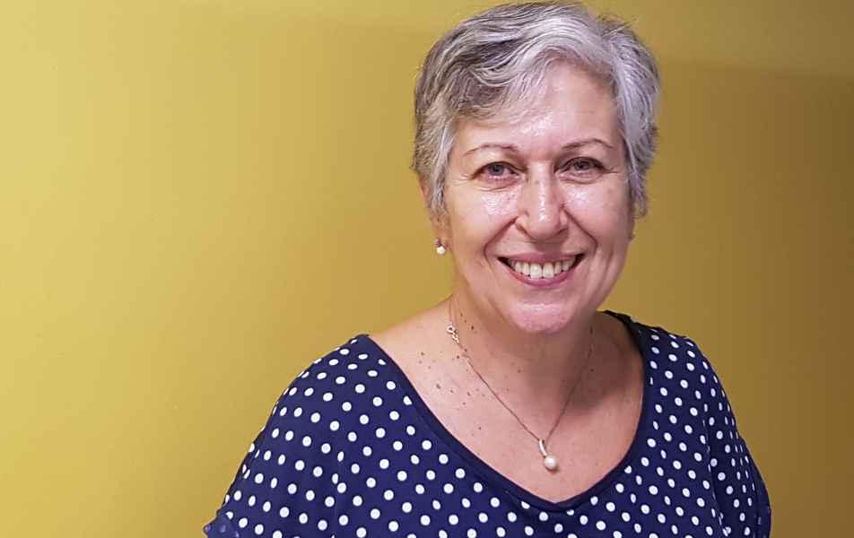 """<p>Diretora de Divulgação e Comunicação Social<br><a href=""""http://buscatextual.cnpq.br/buscatextual/visualizacv.do?id=K4780777U9"""" target=""""_blank"""">Maria Céres Pimenta Spínola Castro</a>, professora aposentada da Faculdade de Filosofia e Ciências Humanas</p>"""