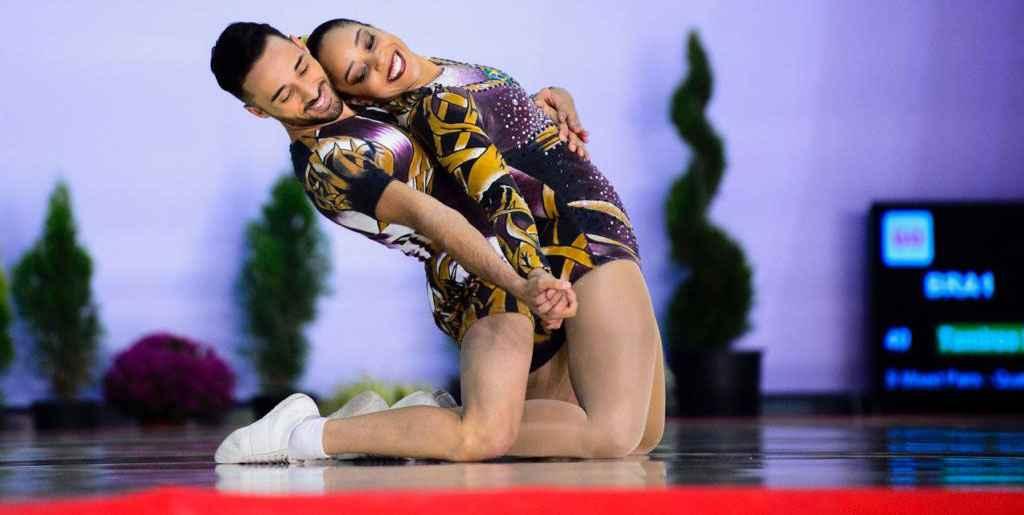 Lucas e Tamires na apresentação na Bulgária que lhes valeram a medalha de ouro