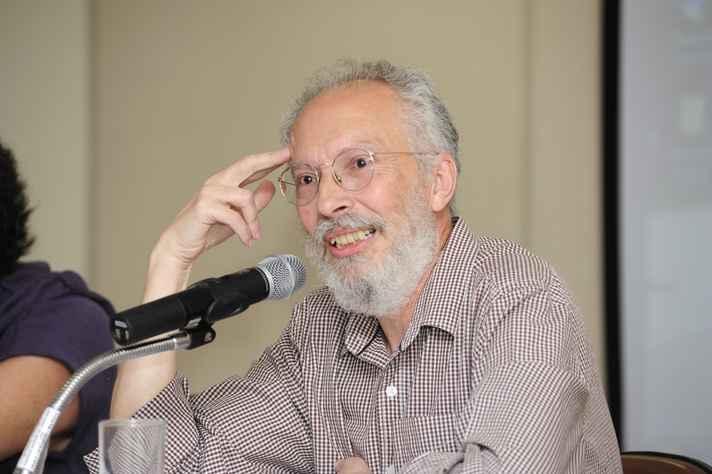 O professor da Letras, Jacyntho Lins Brandão é um dos convidados do Marp