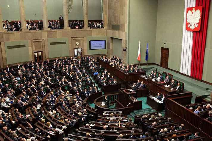 Sessão do Senado na Polônia:
