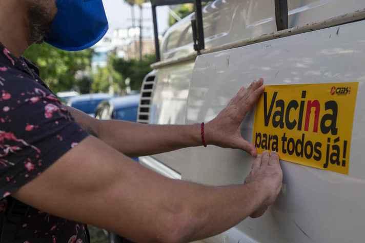 Trabalhadores da educação manifestam-se no Rio Grande do Sul pela urgência da vacinação contra a covid-19