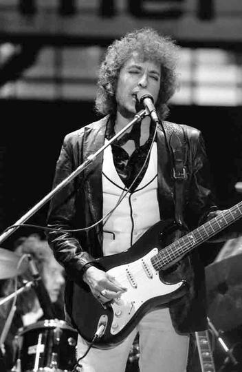 Bob Dylan e Drummond: polos opostos em fricção permanente