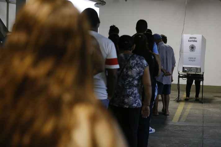 Registro dos eleitores durante o primeiro turno