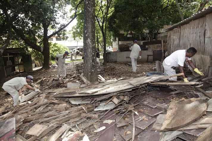 Limpeza de áreas com obras é parte das atividades de combate ao mosquito