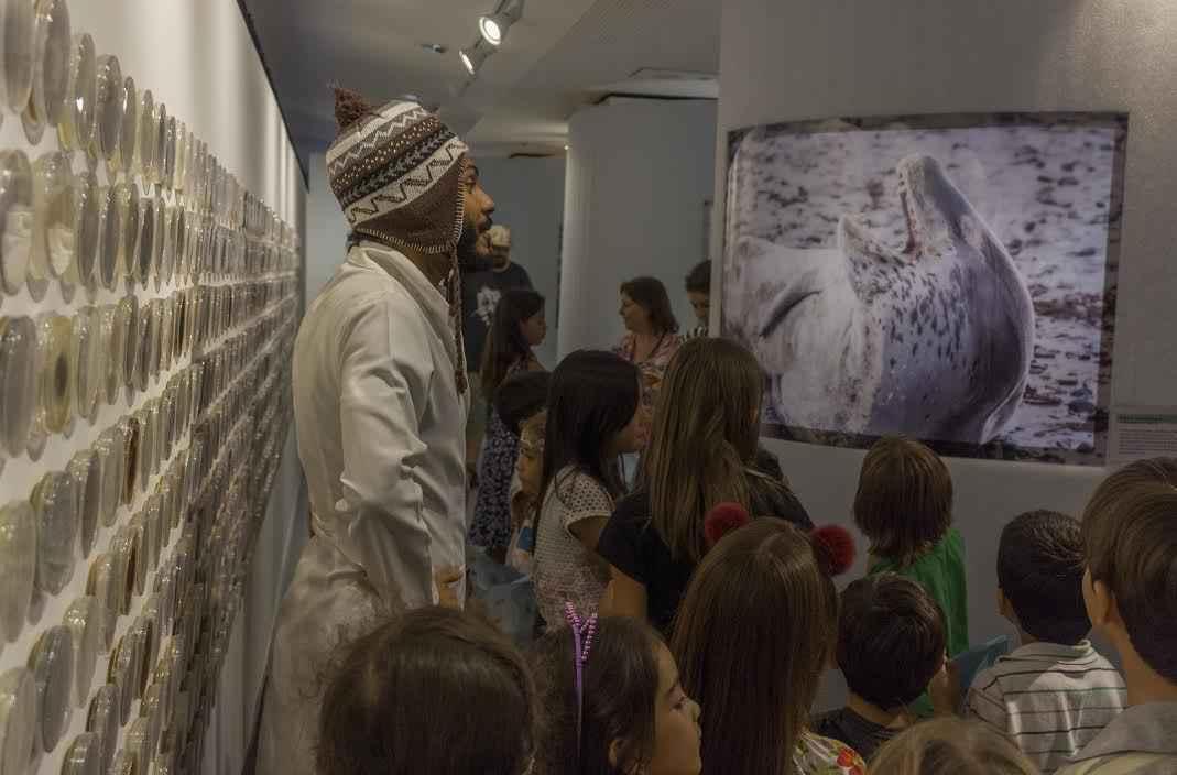 Visitantes na exposição