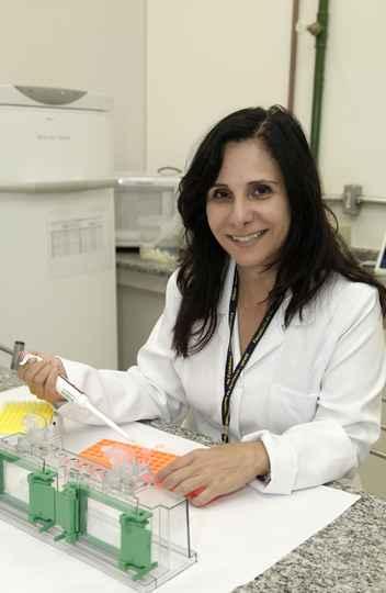 Ana Paula Fernandes pesquisa doenças negligenciadas e coordena Rede Vírus e CTVacinas