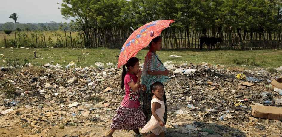 Milhões de famílias da região enfrentam problemas como falta de moradia, escolas e alimentos
