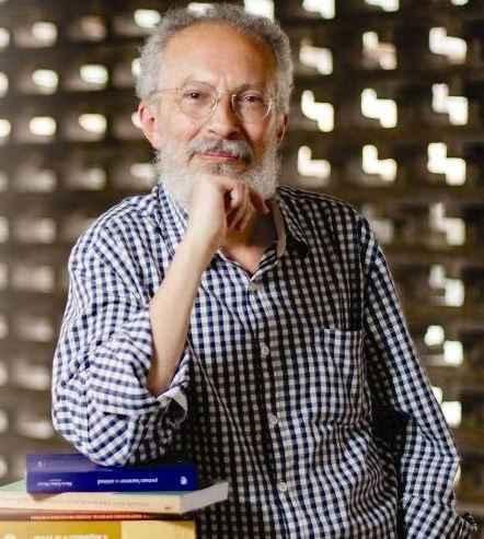 O professor Jacyntho Lins Brandão, organizador do livro Literatura Mineira: Trezentos Anos.