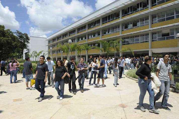 Estudantes no campus Pampulha: processo oferece vagas em Belo Horizonte e em Montes Claros