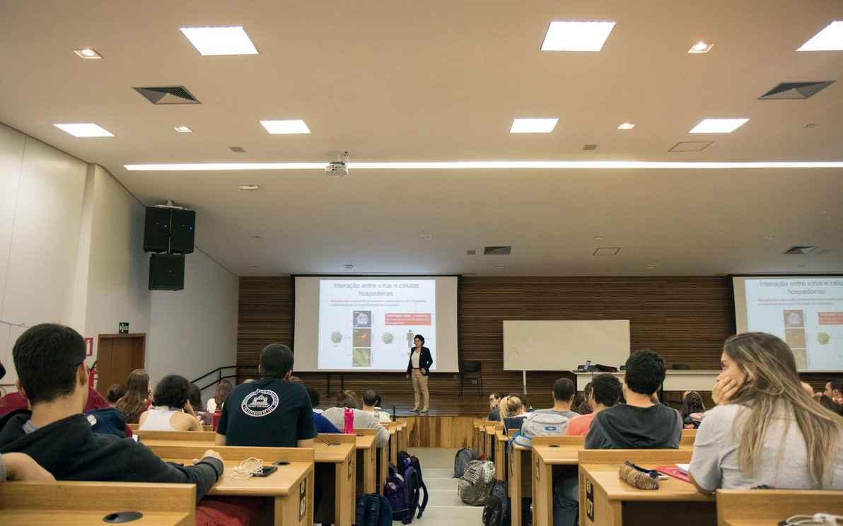 Sala de aula no CAD 1: debates iniciados no evento poderão ser o ponto de partida para formulação de política institucional sobre os egressos