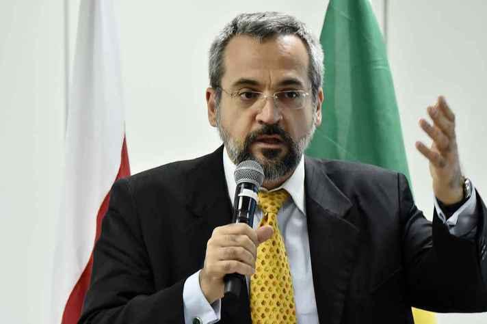 Abraham Weintraub assumiu o MEC nesta terça-feira (09/04) após a queda do filósofo Ricardo Vélez