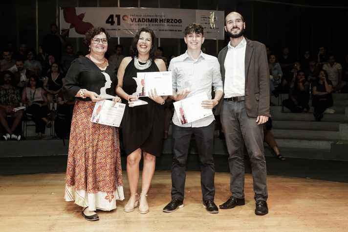 A mentora Angelina Nunes, a orientadora Sônia Pessoa, o estudante Gabriel Faleiro e o representante da Organização Internacional para as Migrações da ONU, Guilherme Otero