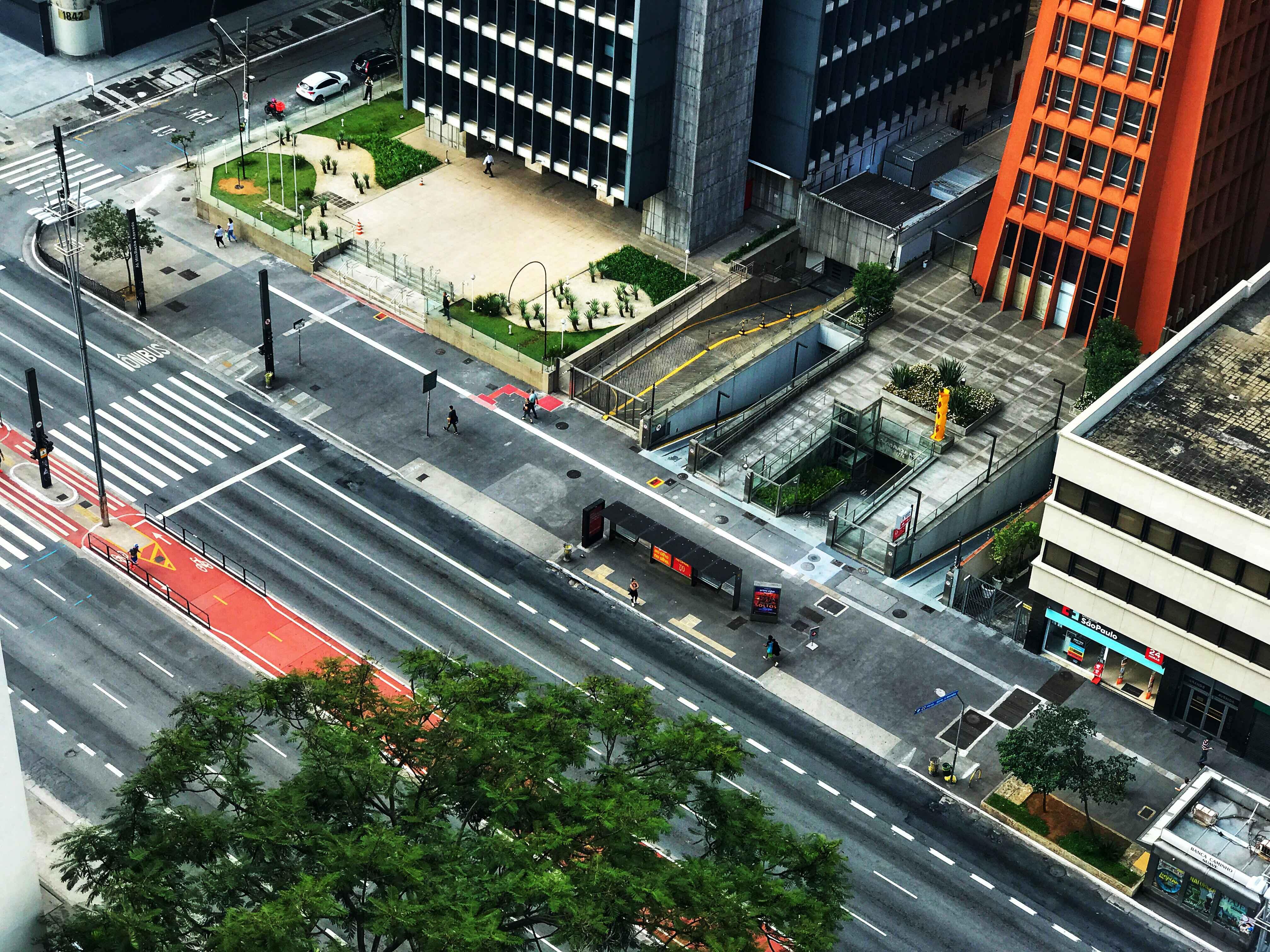 Avenida Paulista, em São Paulo, praticamente deserta, no último domingo, dia 22