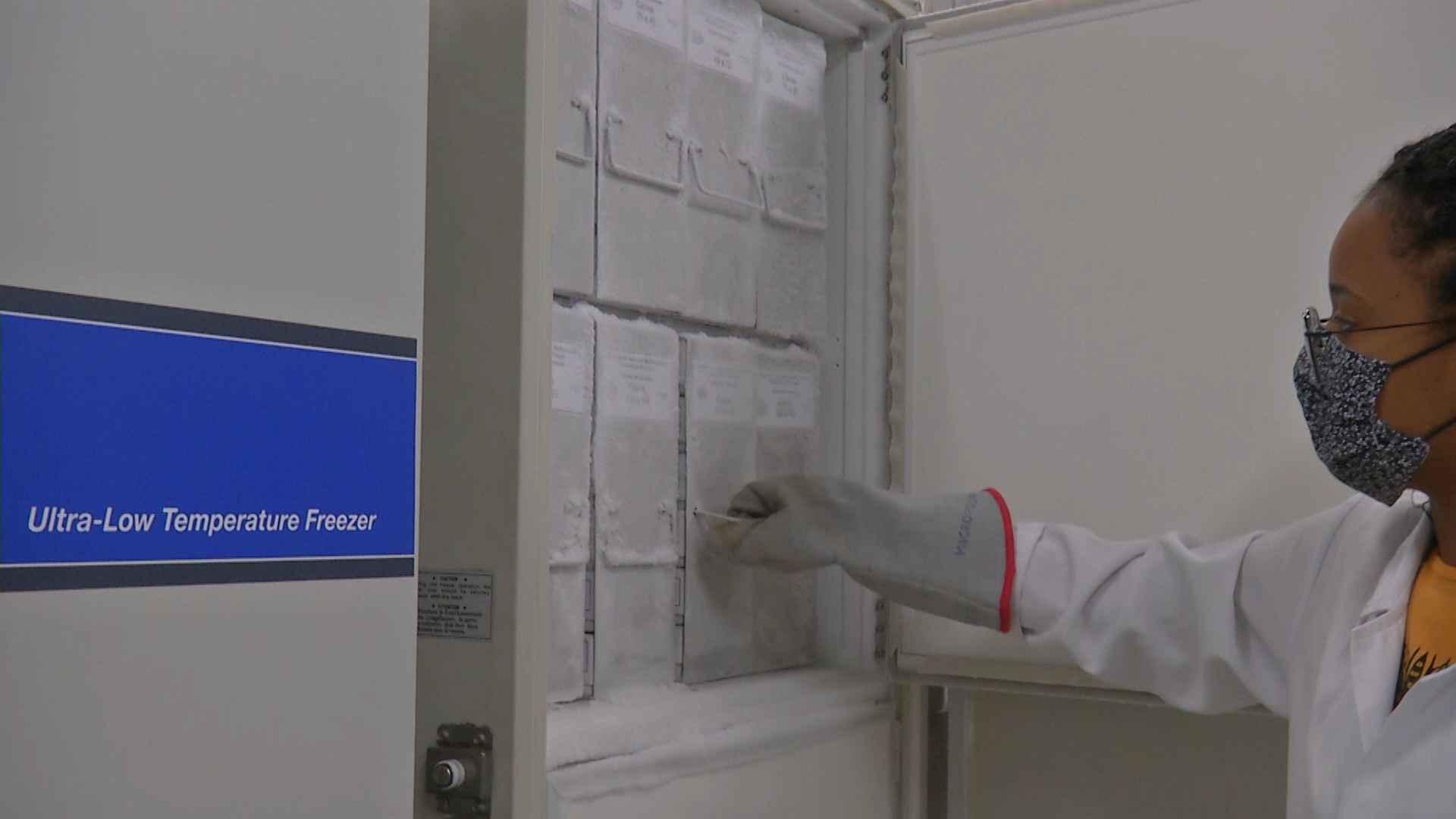 Ultrafreezer instalado em laboratório da UFMG: