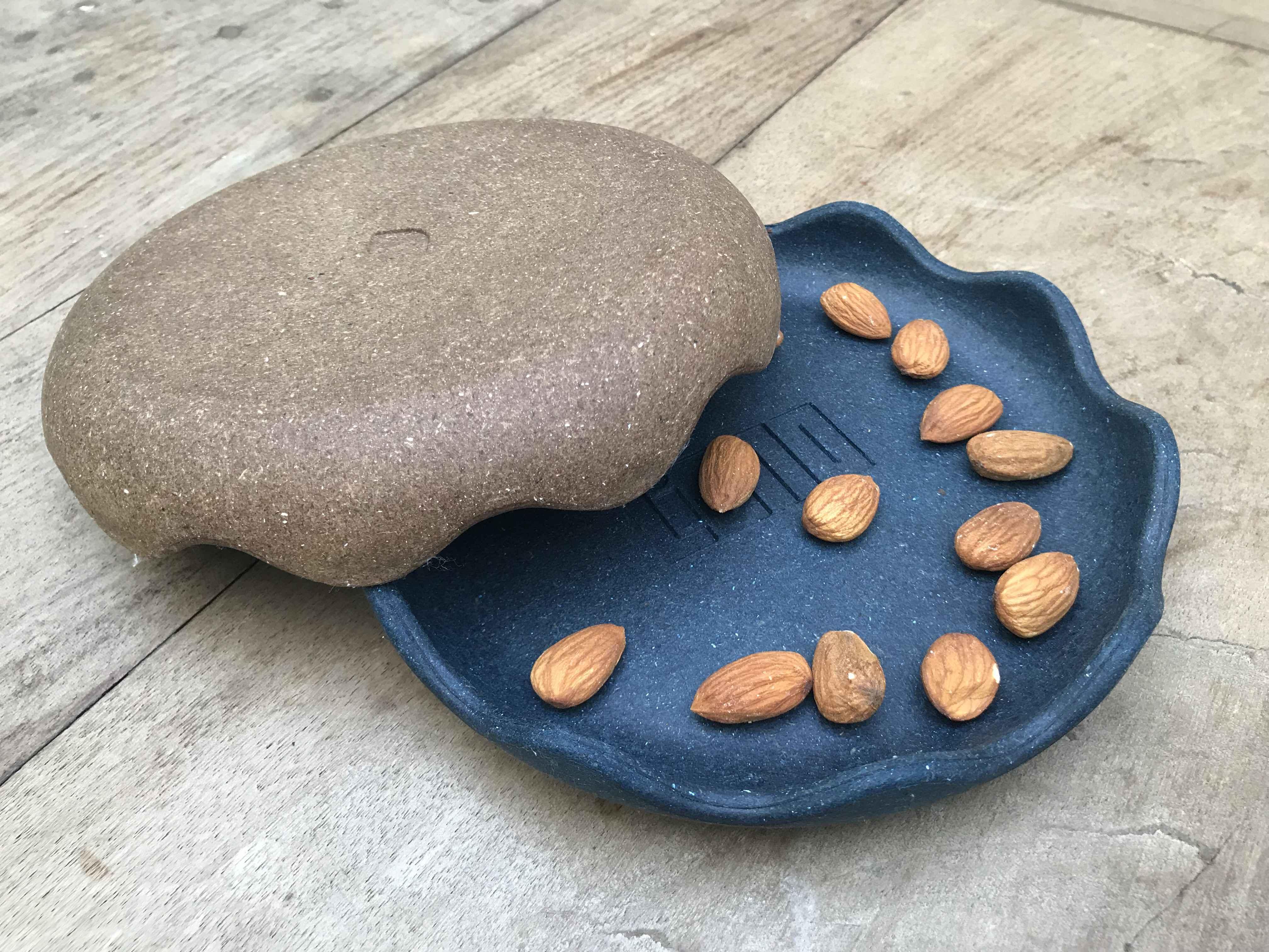 Bowl raso, um dos objetos desenvolvidos com resíduos de madeira