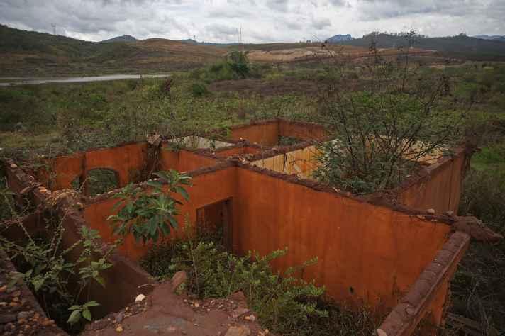 Casa devastada pelo rompimento da barragem