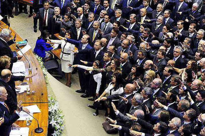 Cerimônia de posse dos deputados em 2015: maioria de brancos
