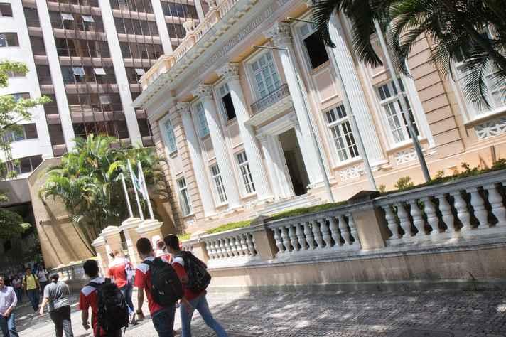 O Conservatório está localizado na Avenida Afonso Pena, 1.534