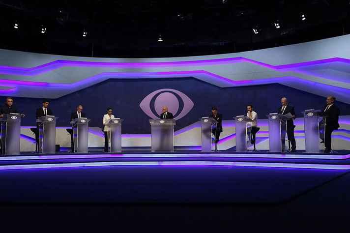 Candidatos a presidente no primeiro debate, na Band