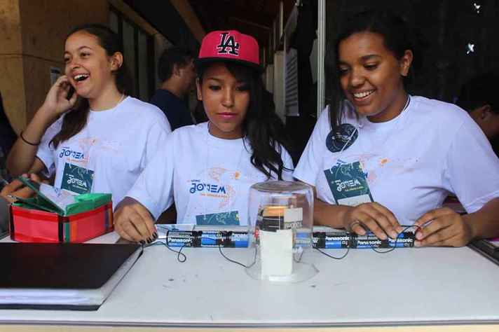 Estudantes do ensino básico na 16ª UFMG Jovem