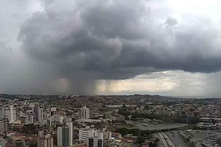 Nuvens carregadas sobre Belo Horizonte