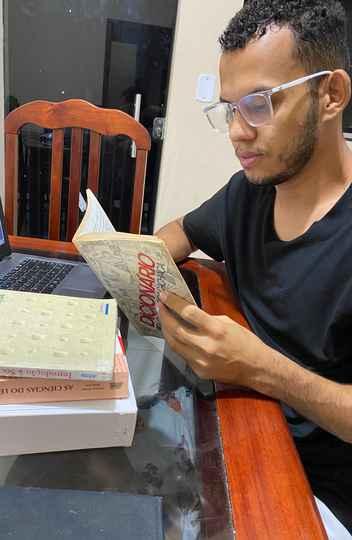 Mauricio Alves consultou nove dicionários editados desde o século 18