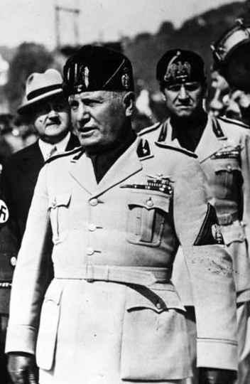 Mussolini em visita à Alemanha