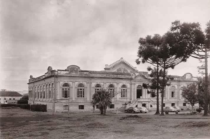 Escola de Medicina de Belo Horizonte, futura Faculdade de Medicina da UFMG, em 1914: quatro anos depois, o prédio seria improvisado como hospital para acolher as vítimas da gripe espanhola