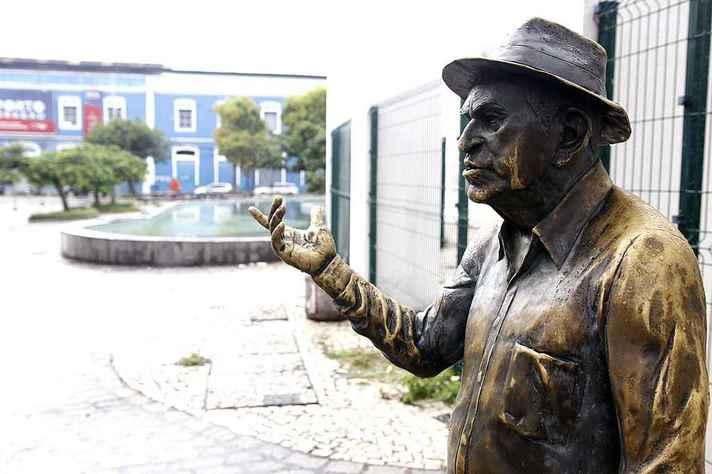 Estátua de Patativa no Centro Dragão do Mar de Arte e Cultura, em Fortaleza