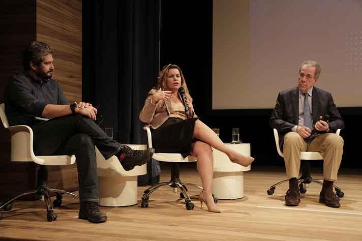 Primeira edição do evento levou ao palco a professora Sandra Goulart Almeida, reitora da UFMG, e o professor Sérgio Pena