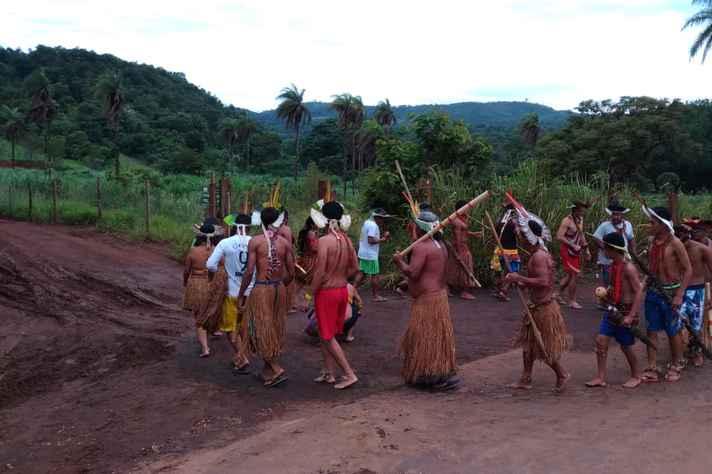 Indígenas que vivem à beira do Paraopeba