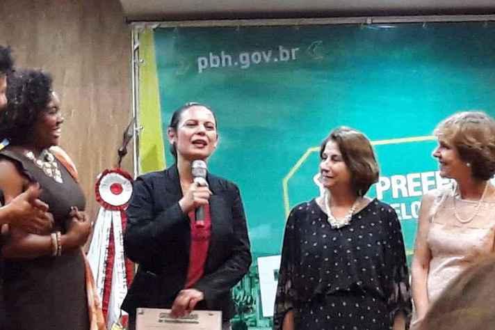 Professora Claudia Mayorga e professora Edna Borges Durante a homenagem.