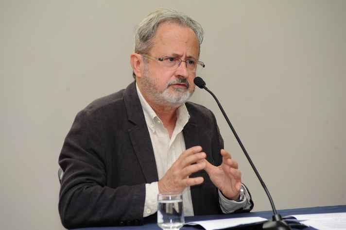Viveiros de Castro inspirou-se na noção de 'bricoleur', o especialista em gambiarra, de Lévi-Strauss. Foto: Raíssa César / UFMG