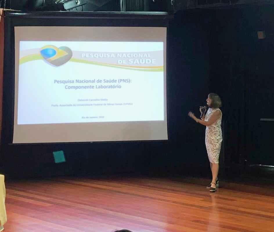 Deborah Malta durante apresentação dos resultados da pesquisa na Fiocruz
