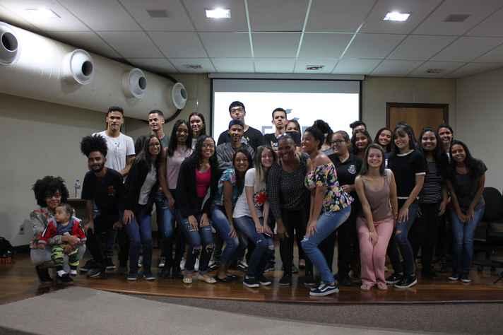 Voluntários do Face educa e alunos beneficiados: democratização do acesso ao ensino superior