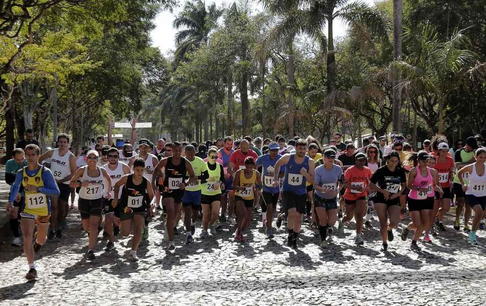 Corrida pelas trilhas do campus Pampulha reuniu cerca de 200 competidores